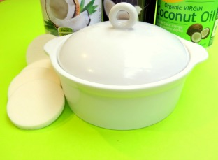 Add drops of your favorite scents -- essential oil to this easy homemade face moisturizer